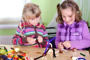 Kinder basteln mit Kastanien